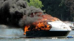 Barco ardiendo