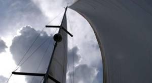 Velas abiertas navegando