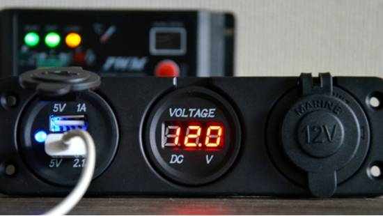 Voltímetro y Cargador USB
